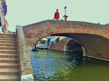 Wie Venedig hat auch Comacchio viele Brücken